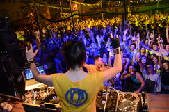 Beach Party Rimini Yellow Night
